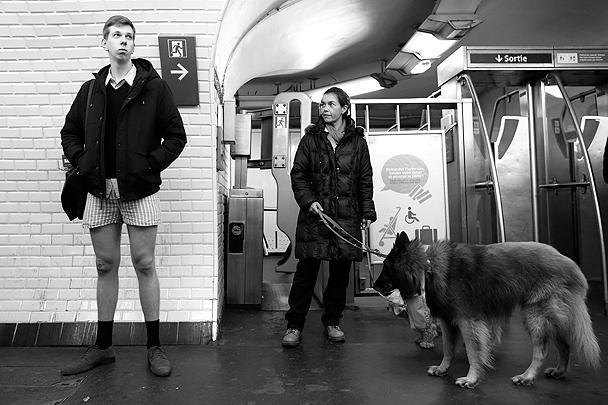 В парижское метро без штанов спустились не менее 1,2 тыс. человек