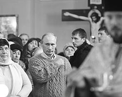 7 января 2011 Путин на рождественской службе в храме Покрова Богородицы в селе Тургиново (фото: РИА