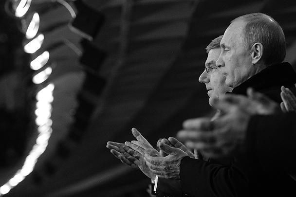 Президент России Владимир Путин и президент МОК Томас Бах (справа налево)