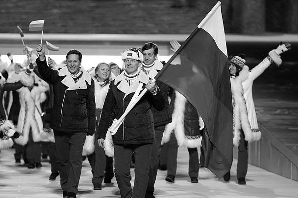 Флаг России на церемонии открытия Олимпиады нес ветеран российского бобслея Александр Зубков