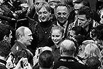 По поводу этой встречи мировые СМИ написали: «Путин в красном, Липницкая в красном, Россия – в золоте» (фото: Reuters)