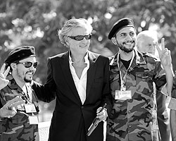 Бернар-Анри Леви в Триполи. (фото: Reuters)