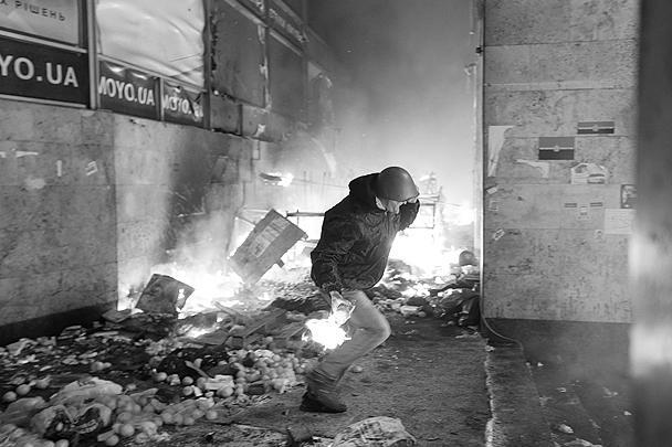 Среди погибших в ходе беспорядков немало сотрудников милиции. Только по официальным данным, в Киеве погибли девять правоохранителей, еще у 74 - огнестрельные ранения