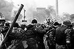 Сразу несколько бойцов внутренних войск были окружены, а затем взяты в плен участниками протестных акций на Майдане в Киеве. Это первый случай, когда представители правоохранительных органов взяты в плен представителями вооруженной украинской оппозиции
