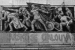 В ночь на 21 августа 2013 года, в годовщину ввода советских войск, среди которых были болгары, в Чехословакию для подавления восстания в Праге в 1968 году, неизвестные выкрасили монумент розовой краской и написали «Болгария извиняется!» (фото: Reuters)