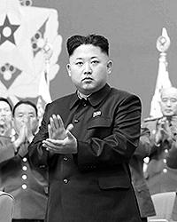 В случае с молодым Кимом решающим, однако, становится не столько жесткость, сколько иное гипертрофированное чувство: семейной ответственности (фото: EPA/ИТАР-ТАСС)