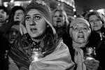 Крики на Майдане стихли лишь после того, как над площадью зазвучал гимн Украины