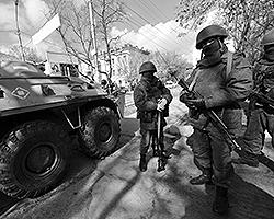 Безусловно, предстоит и переформировать крымские сухопутные части под штаты, принятые в ВС РФ, где нет, например, никаких механизированных бригад, а есть мотострелковые тяжелые или средние различных подтипов (фото: ИТАР-ТАСС)