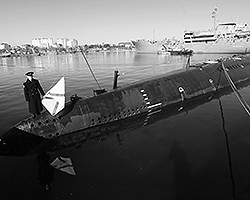 Ожидается, что более 30 единиц будут оставлены в составе Черноморского Флота РФ надолго. Вот только качество у всех будет разным - вряд ли реальная боевая служба светит единственной субмарине ВМСУ - «Запорожью» (фото: ИТАР-ТАСС)