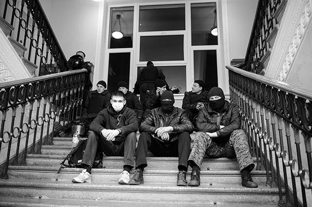 В Луганске после акции протеста у здания областного управления СБУ появились сообщения об освобождении шестерых сторонников федерализации Украины