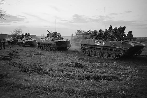 По информации сил самообороны, в сторону Славянска со стороны Харькова выдвинулась колонна легкой бронетехники