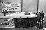 В декабре 2011 года иранские военные «посадили» американский аппарат, используя для этого комплекс «Автобаза», который Россия недавно поставила в ИРИ. Тогда иранская сторона отказалась возвращать беспилотник США, заявив о намерении разобраться в его устройстве и создать копию (фото: Reuters)