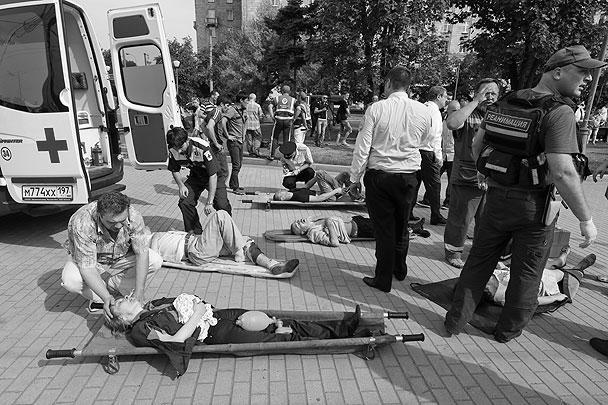 Для пассажиров пострадавшей синей ветки метро пустили 66 автобусов. Кроме того, Департамент транспорта Москвы организовал для перевозки граждан бесплатные такси