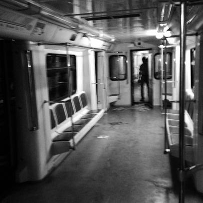 Так выглядел после аварии один из трех сошедших с рельсов вагонов поезда подземки