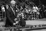 Возложил цветы в память о погибших в метро и мэр Москвы Сергей Собянин (фото: ИТАР-ТАСС)