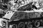 Также в Донецке в воскресенье прошла приуроченная ко Дню независимости Украины гражданская панихида по жертвам конфликта. Во время панихиды за городом продолжала греметь канонада (фото: EPA/ИТАР-ТАСС)