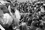 Официальный представитель правительства Гонконга констатировал, что действия сторонников протестного движения «спровоцировали хаос». Он призвал организаторов кампании положить конец противоправным действиям, передает местное радио (фото: EPA/ИТАР-ТАСС)