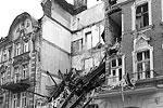 Разбор завалов после взрыва в польском Катовице велся в течение суток, спасатели ликвидировали последствия обрушения трех этажей жилого дома (фото: Andrzej Grygiel/EPA/ТАСС)