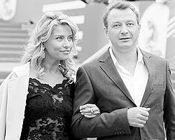 Актер Марат Башаров с супругой Екатериной Архаровой(фото: Сергей Савостьянов/ТАСС)