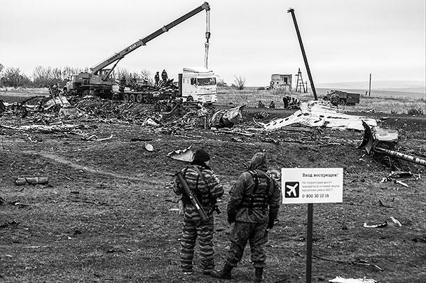 В воскресенье началась непосредственная погрузка обломков Boeing для отправки их в Нидерланды, где продолжится следствие по катастрофе