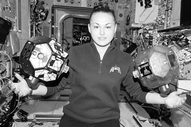 По словам Серовой, в космос нужно отправлять семейных женщин. У них больший опыт преодоления трудностей и более устойчивая психика