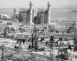 Одно из крупнейших месторождений нефти в США - Мидуэй-Сансет, Калифорния (фото: Reuters)