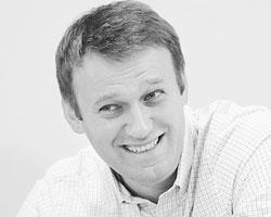 Навальный смотрится бодрым, и требование обвинителей посадить его на десять лет воспринял с ухмылкой (Фото: Maxim Shipenkov/EPA/ТАСС )