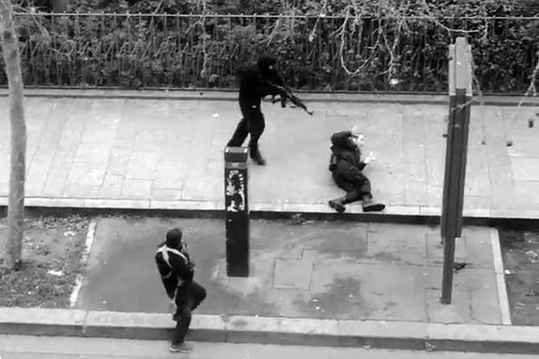 В теракте погибли двое полицейских. Второго, уже раненого, преступники застрелили в голову при отступлении