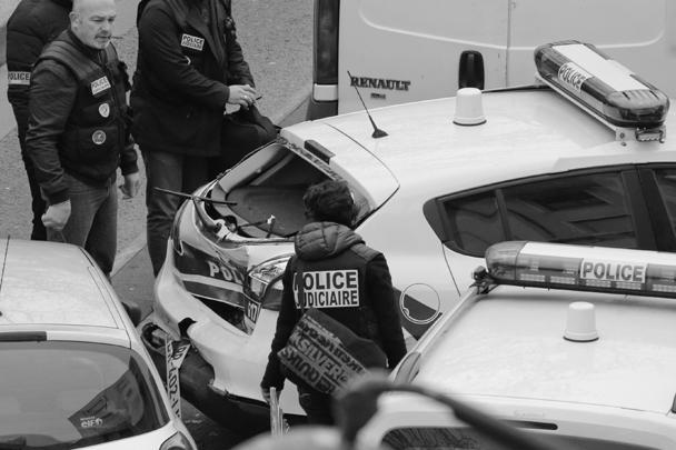 Согласно свидетельствам очевидцев, нападавшие кричали «Аллах Акбар»