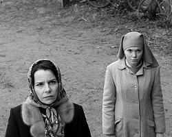 Тетка-прокурор никакая не ортодоксальная иудейка, но как-то странно наблюдать полное отсутствие реакций у человека, который всю семью потерял в Холокосте(фото: кинокомпания Canal+ Polska)