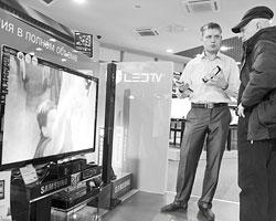 Нас ждут телевизоры с диагональю не менее 80 дюймов, с разрешением в 33 миллиона пикселей и функцией 3D без очков (Фото: Алексей Филиппов/ТАСС)