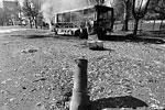 Сгоревший автобус – результат термоудара, возникающего после разрыва осколочно-фугасного боеприпаса реактивного снаряда РСЗО «Град»
