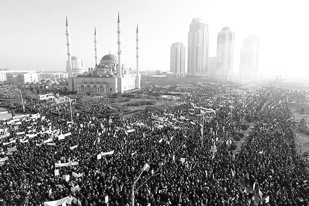 Маршрут митинга пролегал от площади Минутка до центральной мечети имени Ахмат-Хаджи Кадырова «Сердце Чечни». В начале митинга в небо были запущены тысячи воздушных шаров. В Грозном в связи с проведением акции сегодня объявлен выходной