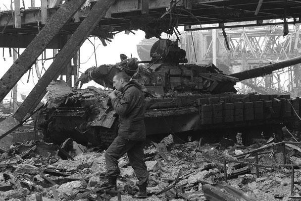 Попытки ВСУ контратаковать оказываются неудачными. Ополченцы сообщают об уничтожении несколько единиц боевой техники противника: не менее трех танков и одной БМП