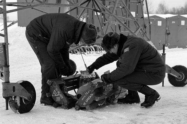 Экипажи самостоятельно проводят визуальный осмотр площадок на полигоне с использованием осветительных бомб