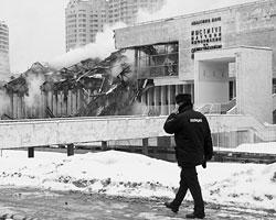 Любой, кто проходил мимо здания ИНИОН в последние годы, не мог не прийти в ужас (Фото: Михаил Метцель/ТАСС)