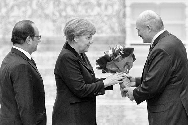 Накануне переговоров канцлер Германии Ангела Меркель заявила: для разрешения конфликта на Украине необходима еще одна попытка, и она не могла бы простить себе, если бы не предприняла ее. Германия последовательно выступает против поставок оружия на Украину