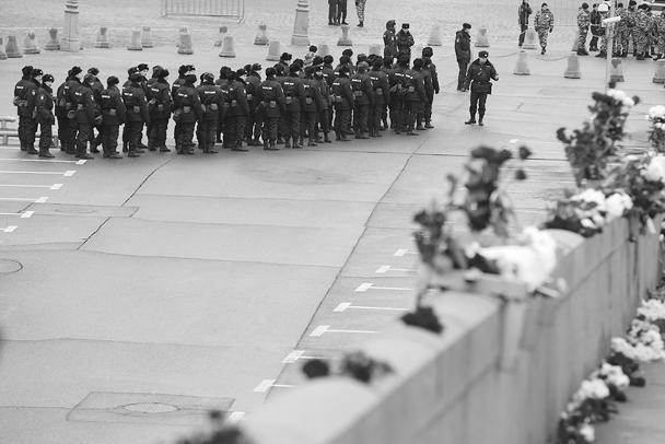 За общественным порядком во время воскресной акции оппозиции следит много сотрудников правоохранительных органов. Шествие согласовано. О каких-то инцидентах пока не сообщалось