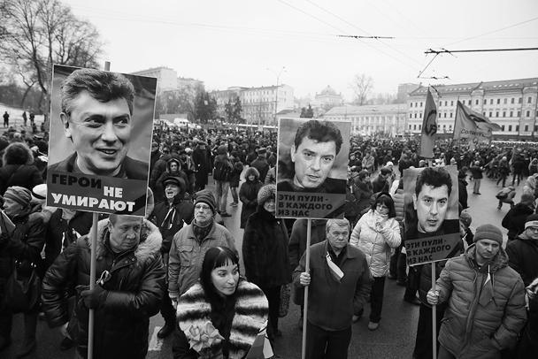 По данным корреспондентов различных СМИ, в толпе много дискутировали по политическим вопросам, о ситуации на Украине и т. д. Оценки очень разные