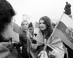 Кроме нас, тоталитарных россиян, некому быть выруганными, обвиненными; некому украинцам излить душу, некого обштопать по–мелкому(Фото: Zurab Kurtsikidze/EPA/ТАСС)