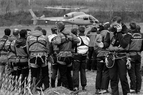 Спасатели готовятся к вылету к месту трагедии