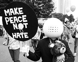 Запрет на hatespeech и политкорректность, кажущаяся временами абсурдной, на самом деле являются для Запада духовной скрепой (фото: KIYOSHI OTA/EPA/ТАСС)