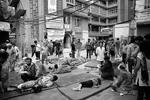 В Непале в результате землетрясения магнитудой 7,9 погибли не менее 700 человек. В столице Непала Катманду под обломками зданий могут находиться сотни человек. Потеряна связь с 19 россиянами-альпинистами (фото: Narendra Shrestha/EPA/ТАСС)