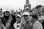 В пятницу в разных городах России состоялись шествия, посвященные Дню международной солидарности трудящихся. В центре Москвы собралось около 140 тыс. человек. В шествии профсоюзов, приуроченном к празднику, принял участие и мэр российской столицы Сергей Собянин (второй слева) (фото: )