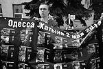 """Каждый из пришедших на акцию памяти в Москве выражал глубокие соболезнования родным и близким погибших год назад в Одессе (фото: Илья Питалев/РИА """"Новости"""")"""