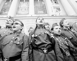 Нам надо по-прежнему хранить и приумножать величие России – наследницы Российской Империи и СССР (фото: Сергей Пивоваров/РИА