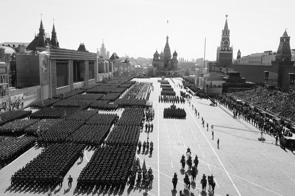 Парад, состоявшийся в субботу на Красной площади, стал одним из самых масштабных и продолжительных за всю историю таких мероприятий. Он начался в 10 утра и завершился в 11.20