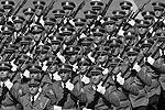 На площади можно было увидеть парадные расчеты вооруженных сил Сербии, а также Армении, Азербайджана, Белоруссии, Казахстана, Киргизии, Таджикистана, Индии, Китая, Монголии, Сербии (всего 10 парадных расчетов численностью 732 человека) (фото: Владимир Песня/РИА «Новости»)