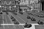 Историческая часть механизированной части парада была представлена легендарными – времен Великой Отечественной войны – самоходными артиллерийскими установками СУ-100 (фото: Reuters)