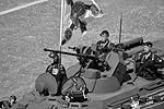После исторических боевых машин на главной площади страны появились современные бронеавтомобили, в том числе бронетранспортеры БТР-82А (фото: Владимир Петров/РИА «Новости»)